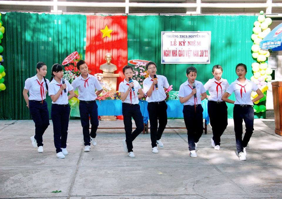 Hình ảnh Lễ Kỷ niệm 20/11 năm học 2016-2017 Trường THCS Nguyễn Du